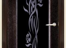 Двери межкомнатные Мебельмассив Альба одностворчатая дверь Альба1 витраж 1 черный триплекс с декором и стразами (темный дуб)