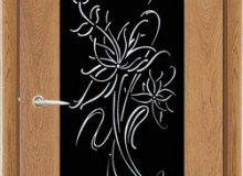 Двери межкомнатные Мебельмассив Алтея одностворчатая дверь Альба1 витраж 2 черный триплекс с декором и стразами (светлый дуб)